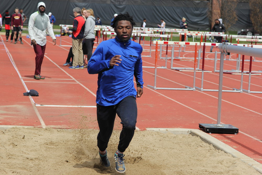 Victor Ogbebor prepares for his meet at U of C. Photoby Christian Canizal