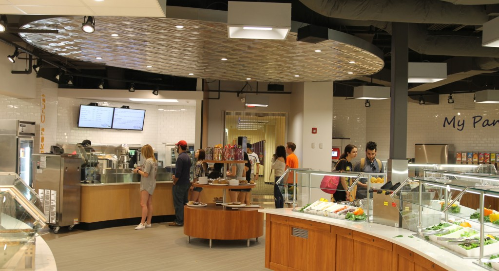 The recently renovated main cafeteria features an expanded selection of food, including a new hummus bar and Coke freestyle machines. (Photo by Kenneth Edison)