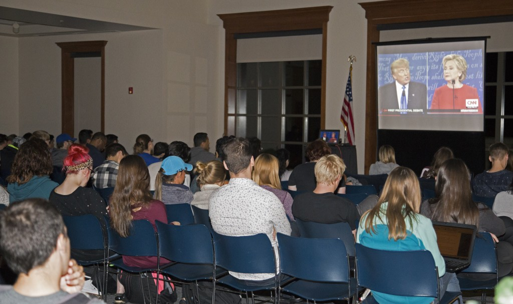 Students and faculty gather in Founder's Lounge to view the first presidential debate between Donald Trump and Hillary Clinton on Mon- day, Sept. 26. (Photo by Stefan Carlson)