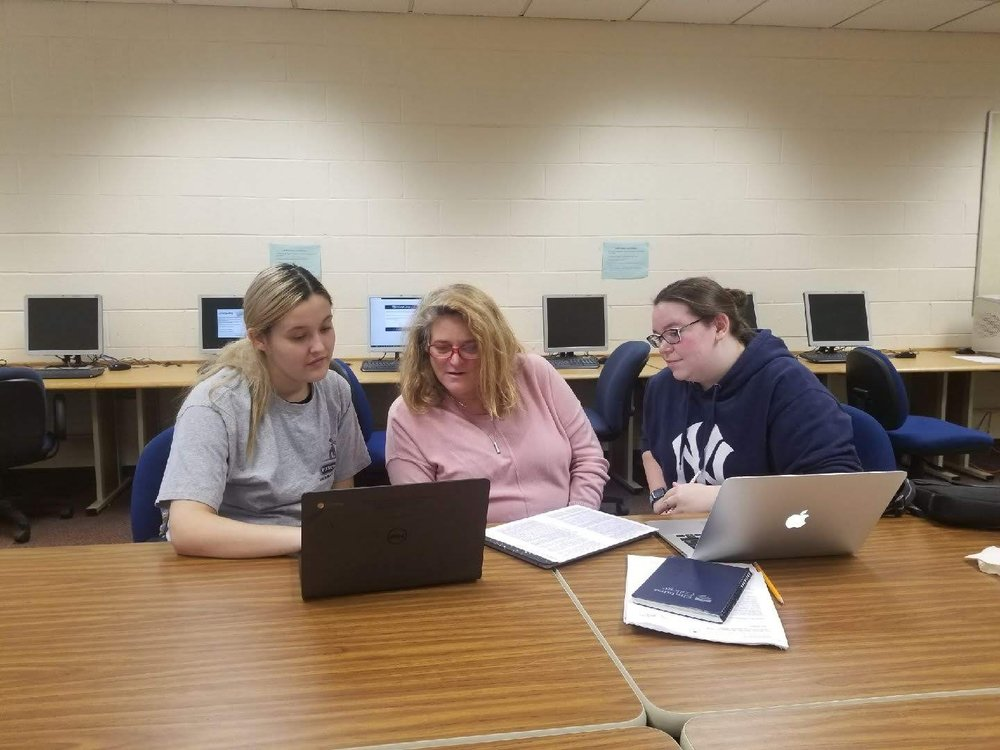 Julie Berger (center) meets fellow classmates Sandy Sanchez (left) and Brianna Buttell (right) before class to study. Photo by Najera Milijevic.