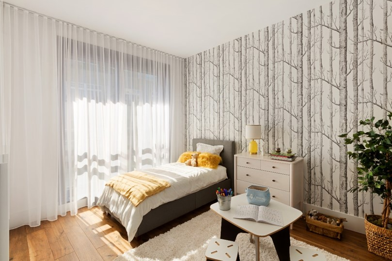 The tree pattern creates the illusion of very high ceilings and adds character to the room without being overwhelming. This is one of our favorite wallpaper from  Cole & Son