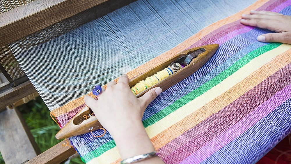 weaving-loom-2571179_1280.jpg