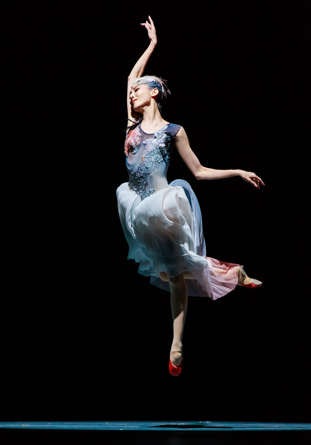 Zhu Jiejing. Soaring Wings