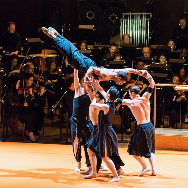 "Over the weekend at the Lincoln Center, @bostonballet wowed in their debut performance with the @newyorkphilharmonic, performing Wayne McGregor's Obsidian Tear. Read our review—link's in the bio! . . . 📷: Boston Ballet performs Wayne McGregor's Obsidian Tear as Esa-Pekka Salonen conducts the New York Philharmonic in ""Foreign Bodies"" at David Geffen Hall; photo by Chris Lee; courtesy of New York Philharmonic"