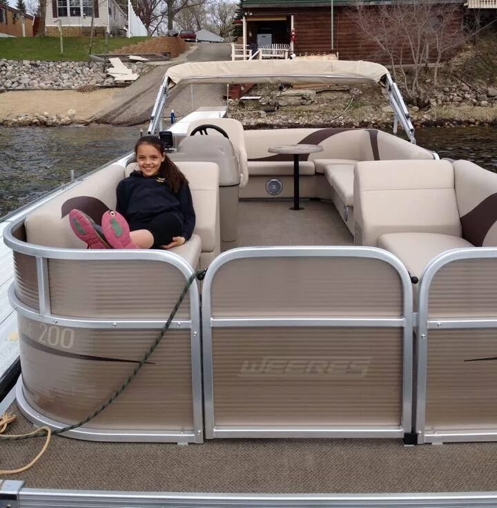 21' Weeres Pontoon with canopy & radio 25 hp motor - Perfect for up to 11 people1/2 day (4 hours): $185Full day (8 hours): $245*Week of July 4 (Sat-Sat) prices increase by $100/day