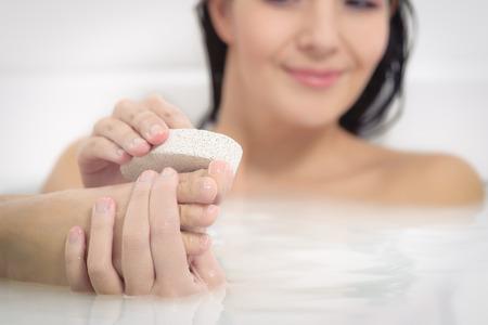 25834266_S_woman_soap_bath_clean_feet_wash.jpg