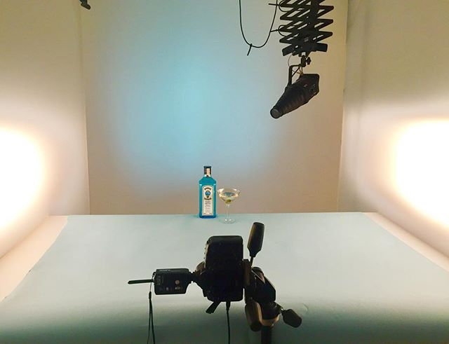 Behind the scenes of today's @bombaysapphire testing shoot.  #advertising #bombaysapphire #advertisingphotography #brightonphotographer #behindthescenes #flarestudio #drinksphotography #drinksphotographer #alcoholphotography #commercialphotography #productphotography #product
