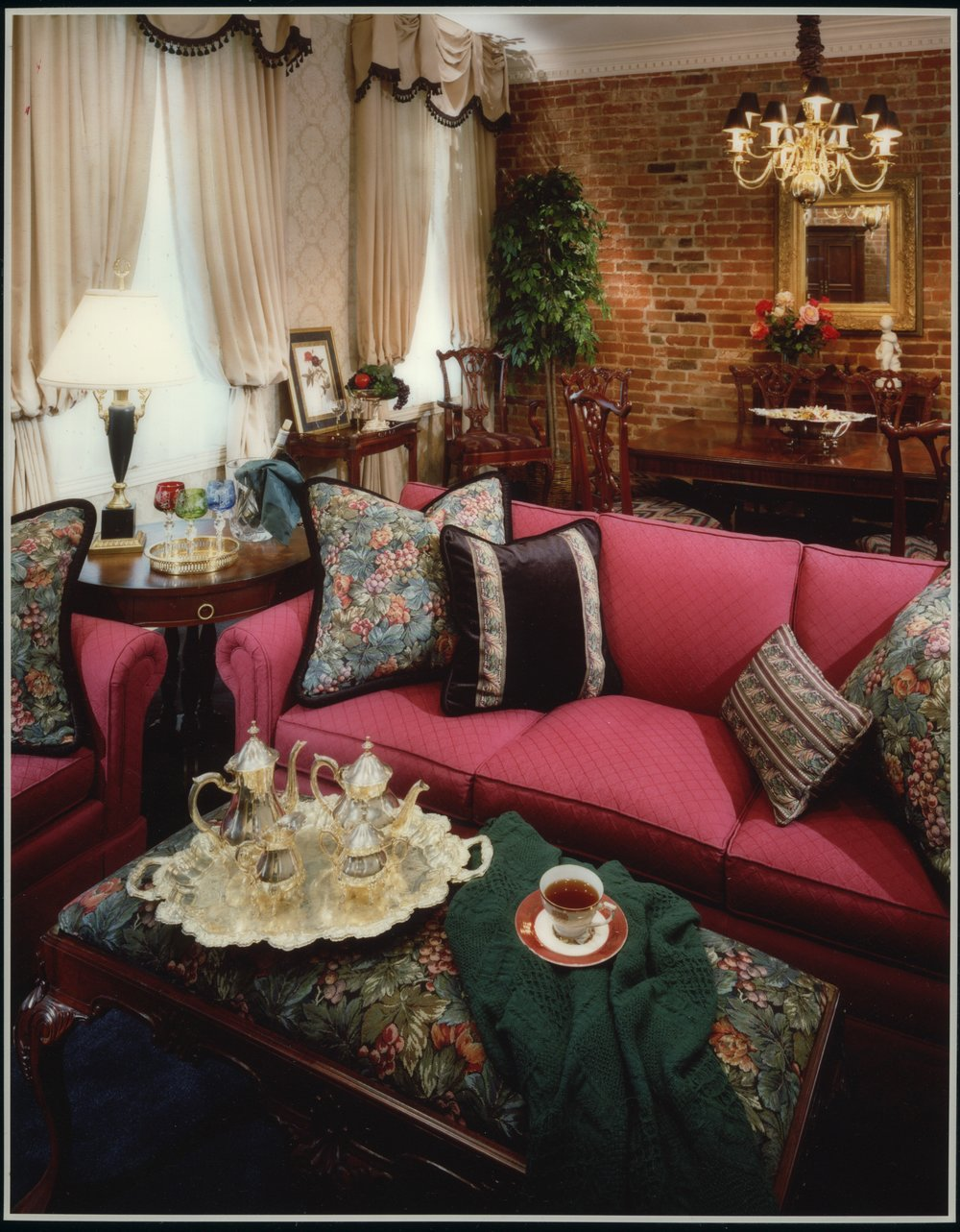 Nawlins Living Room 2006-Edit.jpg