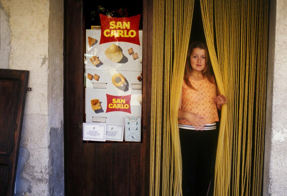 2005_08_00_Girl In Gratteri Grocery_Edit_d.jpg