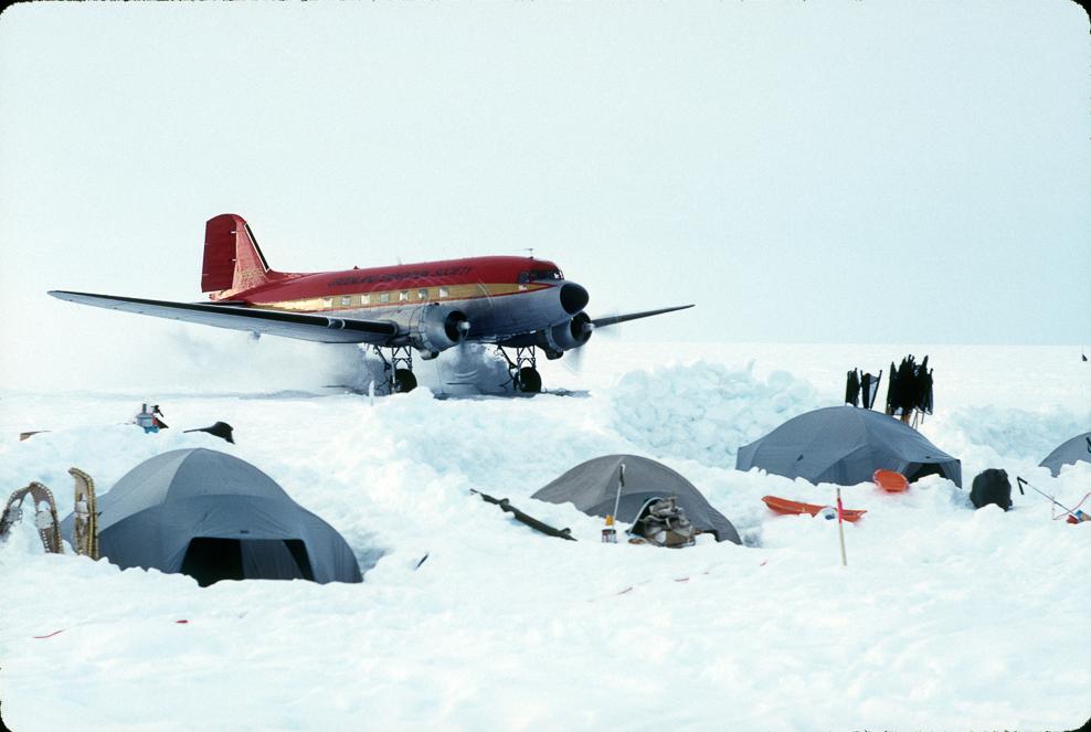 016_©1990_DC3_10_Snow_Landing.jpg
