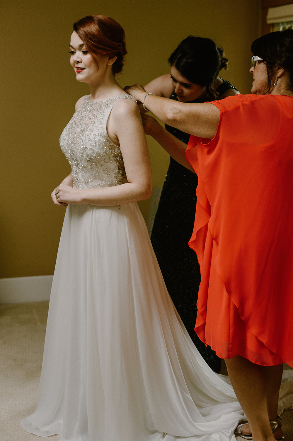 Becca-Christian-GettingReady-Carly-Bish-Photography-25.jpg