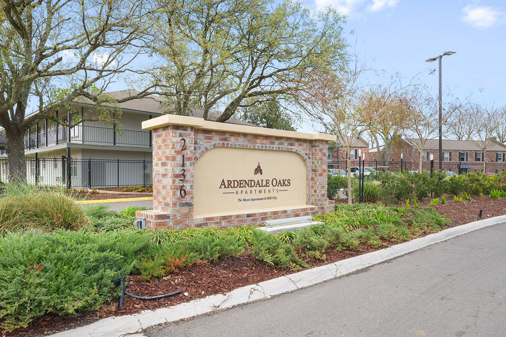 Entrance Gate at Ardendale Oaks Apartments