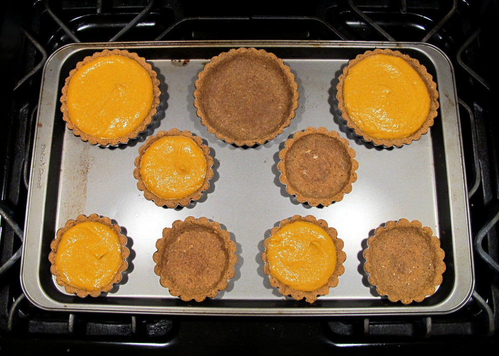 the-friendly-gourmand-pumpkin-pie-gingerbread-crust-low-fodmap-gluten-free-dairy-free-before-baking