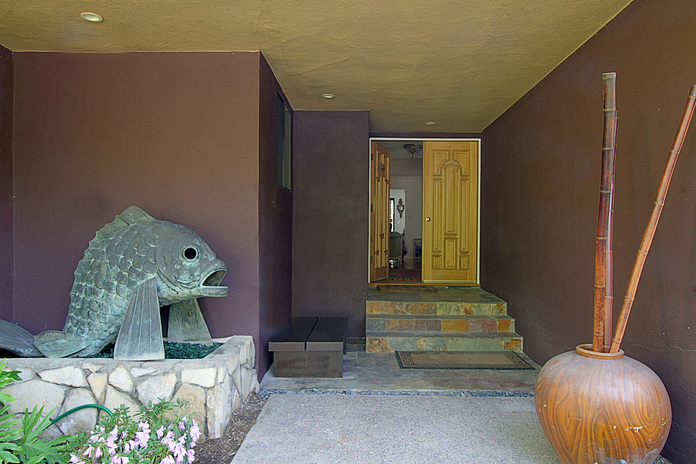 Mariposa 428 front entry sm.jpg