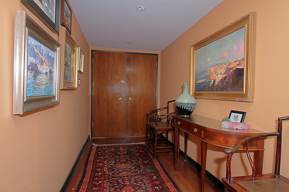 Oakland 385 U305 entry hall sm.jpg