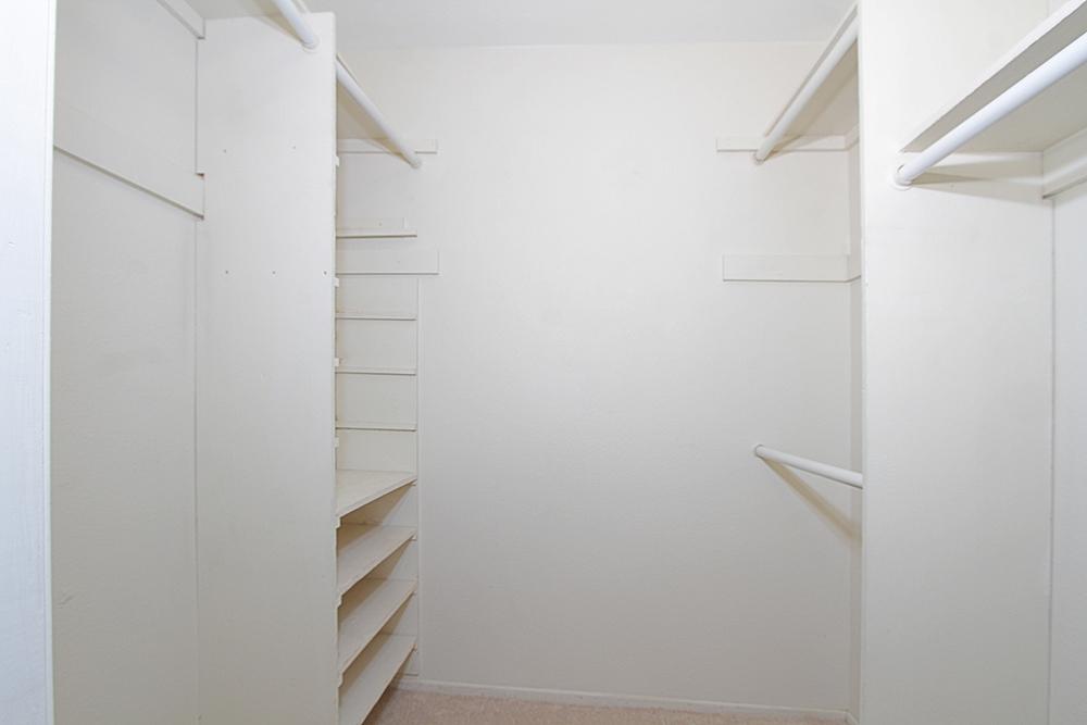 Calle Malaga 1119 closet sm.jpg