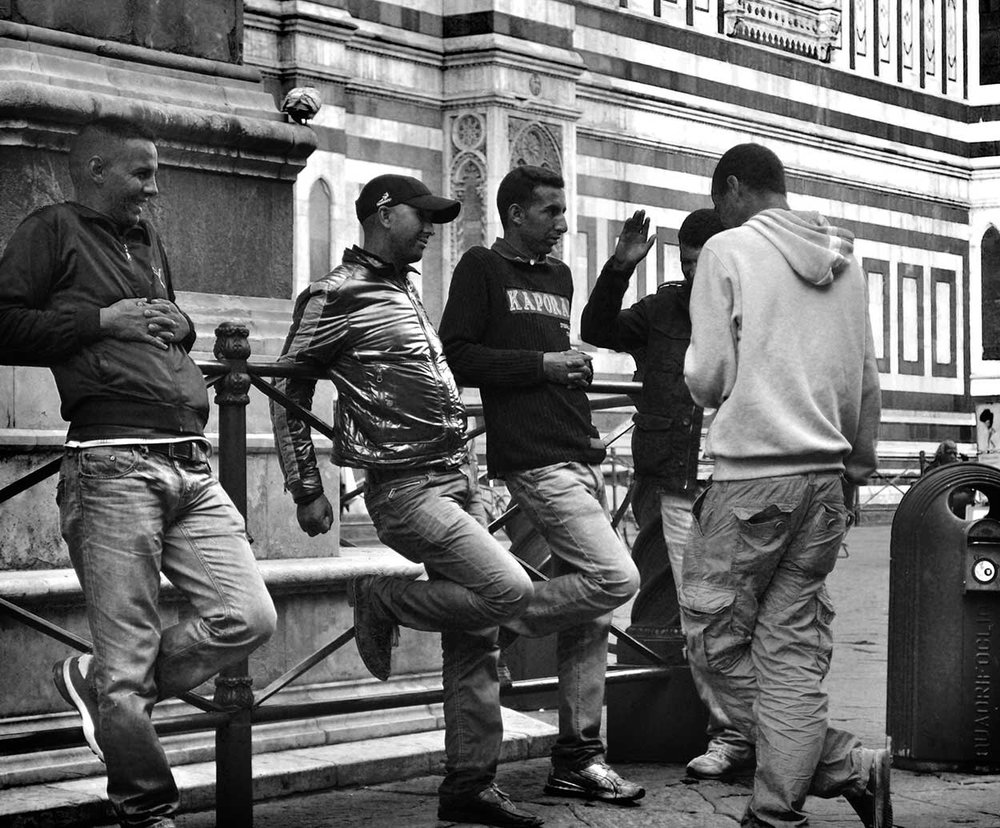 Friends-Hanging-by-Duomo_WEB.jpg