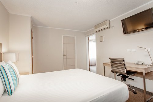 best-western-albany-hotel-motel-apartments-accommodation-2-bedroom-suite-queen-bed.jpg
