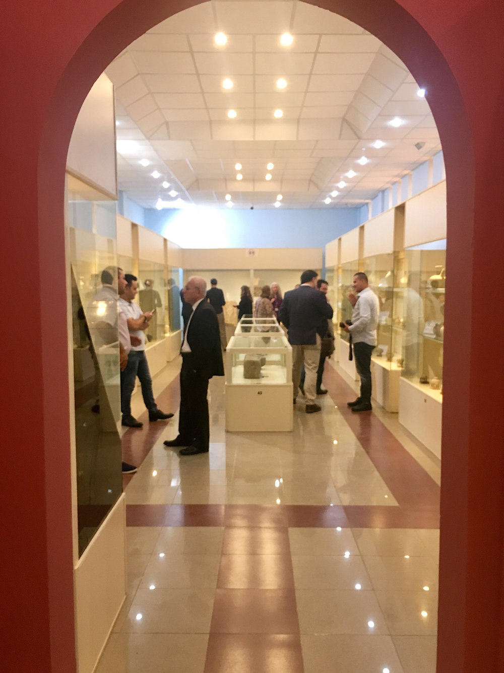 The Council tours the Erbil Civilization Museum and speaks with the conservators trained at IICAH in their lab. Photo credit: TARII, 2018