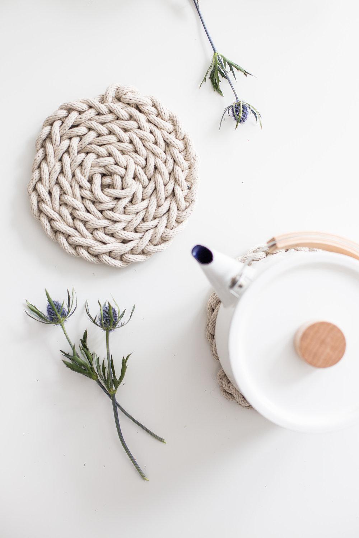 fingerknit-trivet-anne-weil flax and twine