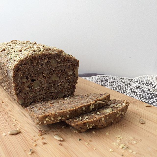 Grain free, low glycemic nut + seed bread...I have personally struggled with blood sugar and hormonal imbalances and I do much better when I'm not only gluten free but grain free. I actually feel my best when I'm sticking to lots of healthy fats, clean protein, raw sprouted nuts/seeds, pastured eggs, maybe a small amount of raw organic goat dairy and loads of veg. But this is not what works for everyone. Nutrition is very individual according to unique health needs. But if you're not sensitive to nuts or eggs, try a nut + seed bread. This one turned out great and satisfies any cravings I might have for bread or carbs. Thank you @nordicfoodliving for the recipe inspiration. (I adjusted a few things to suit my own needs).