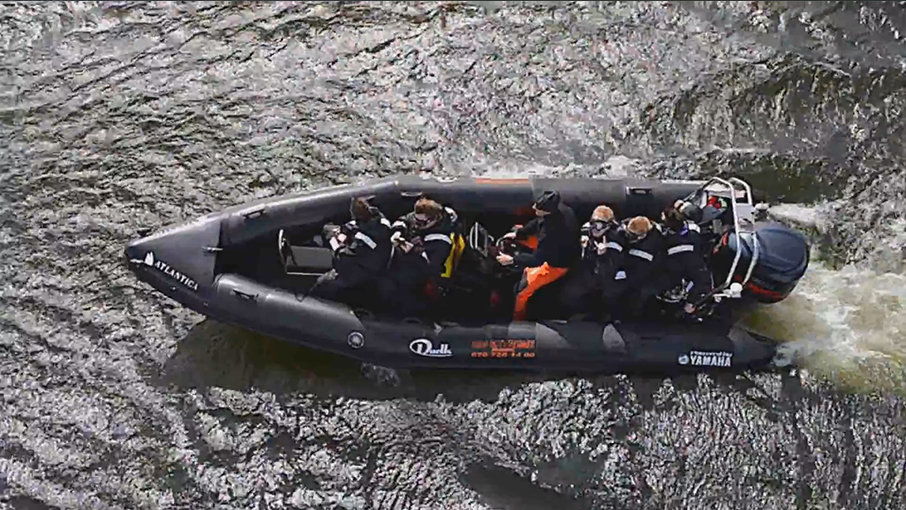 Säkerhets ribbåt   Vi har en säkerhetsribbåt med på varje respektive event för att tex hjälpa förare som trillat av sin skoter eller fått motorhaveri. Ribbåtsförarens uppgift är att säkerställa vattenskoterförarens status och ser till att hjälp påkallas (om ej olycka) och sedan fortsätter eventet.