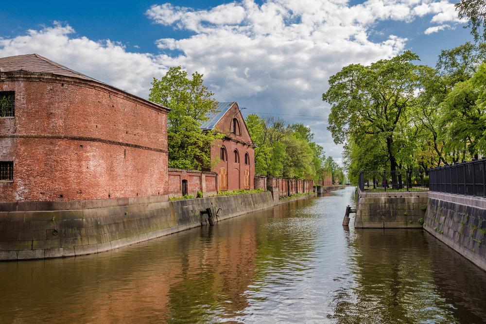 Кронштадт. Обводный канал. Здание склада снабжения Адмиралтейства