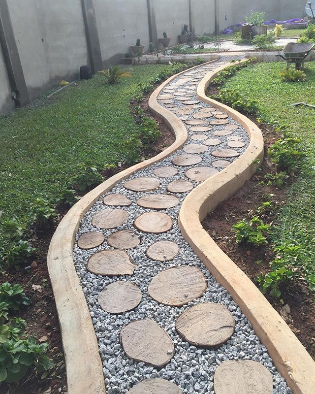 Instead of straight walkways with concrete interlocking tiles, we tried out a meandering foot path consisting of log slices and gravel. It turned out even better than we imagined. Nature is always a winner!  #gardens #landscaping #backyards #greenareas #restoration #vintage #homes #architecture #kaduna #agstudioltd #avantgardestudio