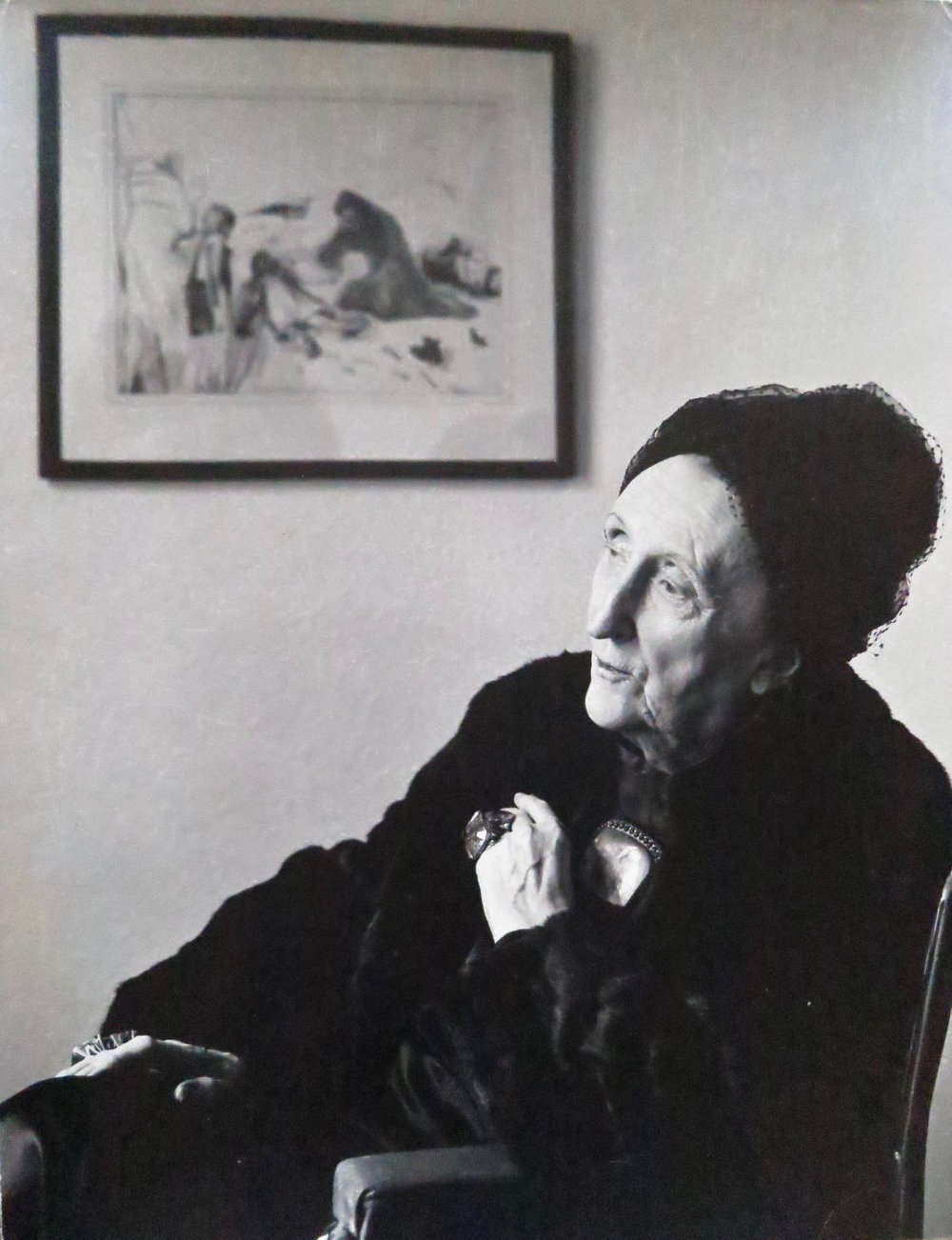 Edith Sitwell by Mark Gerson 1960 with picture by Pavel Tchelitchew on the wall.