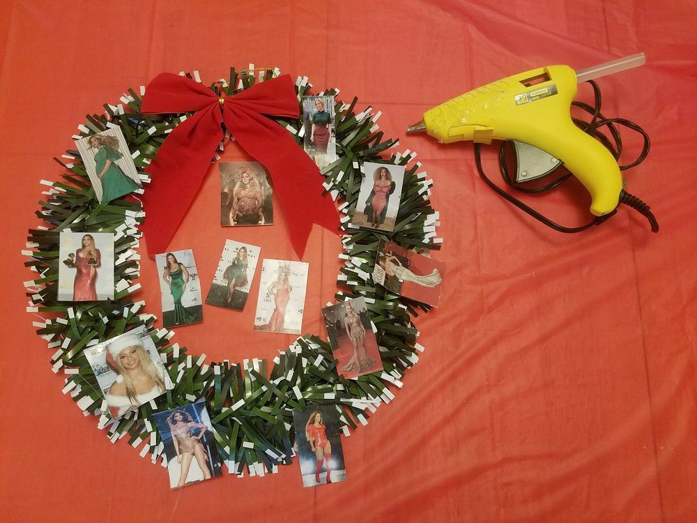make your own beyonce holiday wreath heauxs