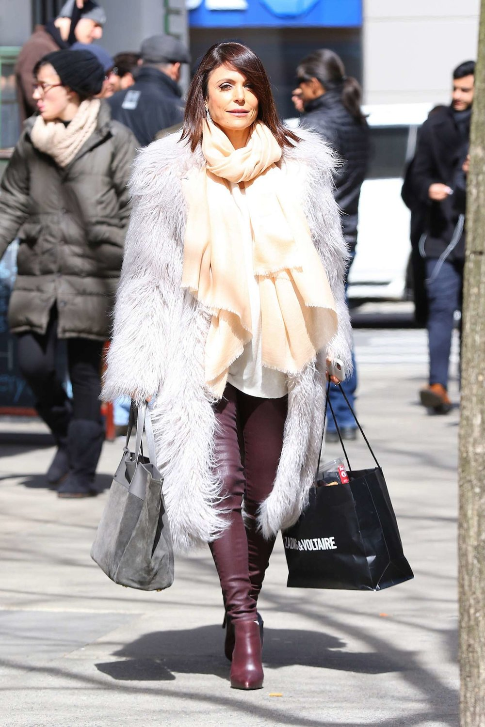 Bethenny-Frankel-in-Fur-Coat-and-Leather-Pants-shopping--11.jpg