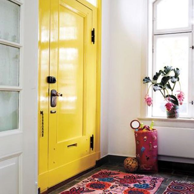 I am LIVING for this yellow door. My door is old — vintage! — you think I'll ever be able to get this sunny sheen??