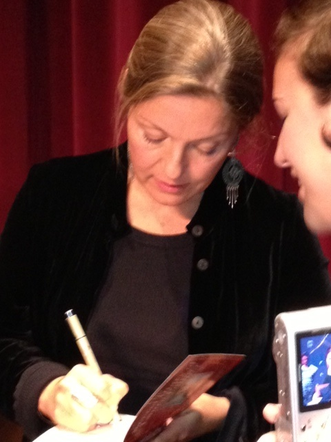 "Sheryl Lee (Actor, Laura Palmer""/""Madeleine Ferguson"") signing a copy of The Secret Diary of Laura Palmer by Jennifer Lynch."