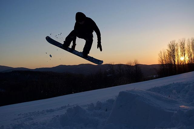 Back one Melon from a couple weeks ago , this weekend I'm heading to okemo for half pipe training and a competition with the @gmavermont thanks for the picture @narkour  @doneksnowboards #doneksnowboards @vtpeanutbutterco #vtpb #gmavt