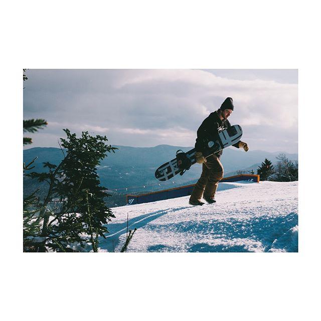 Sport ball practice @sugarbushparks 📷: @blaxmyons // @powe.snowboards