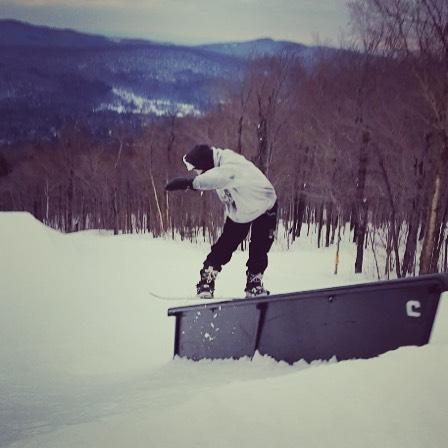Front Board @carinthiaparks this past week. 📸: @baileyfellionwflp 💯😎💯 @powe.snowboards #livegreen #ridegreen #NYstyle #fsbs