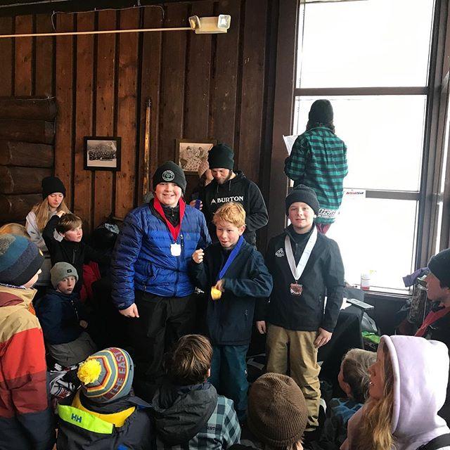 Friends lift each other. #silvermedal #slopestyle @stowe.parks @stowemt @gmavermont @senditallday @powe.snowboards @nvt.usasasnow @sawyer.brannagan @oliver_snowboarder  @usasasnow  #werusasa