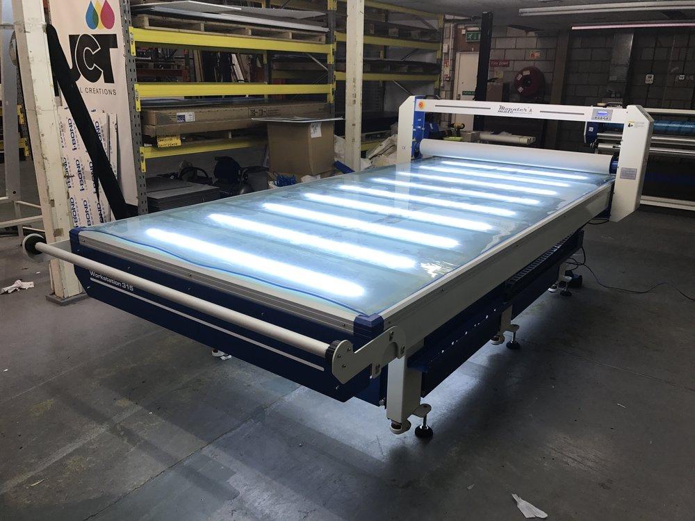 Flatbed Applicator Bed Illumination