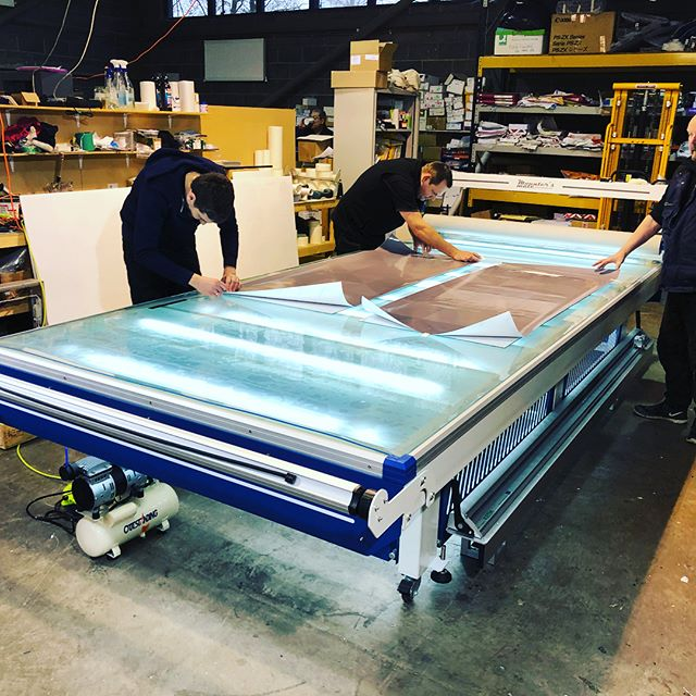 A few snaps of a recent install with our Workstation flatbed applicator! ... #signmaking #wideformatprint #wideformatprinting #graphics #mountersmate #flatbedapplicator #laminationtable #applicationtable #exhibtiongraphics #vinylapplication #printshop #print #largeformatprint
