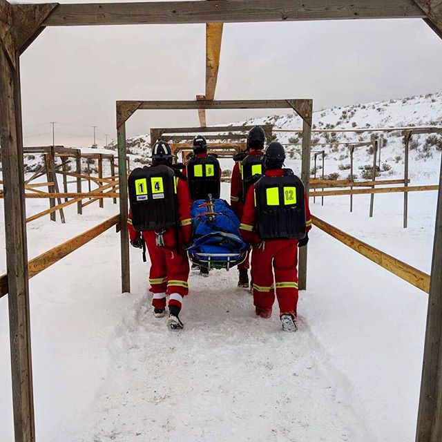 Boys team going in 🔥 . . . . #ubcminerescue #funfact #minerescue #ubcmining #engineering #ubc #mining #mine #fire #firerescue #rescue #firstaid #fun #photography #beautiful #photooftheday #team #teamwork #followers #followme #vancouver #instagood #love #blue #sky #snow #boy #boys
