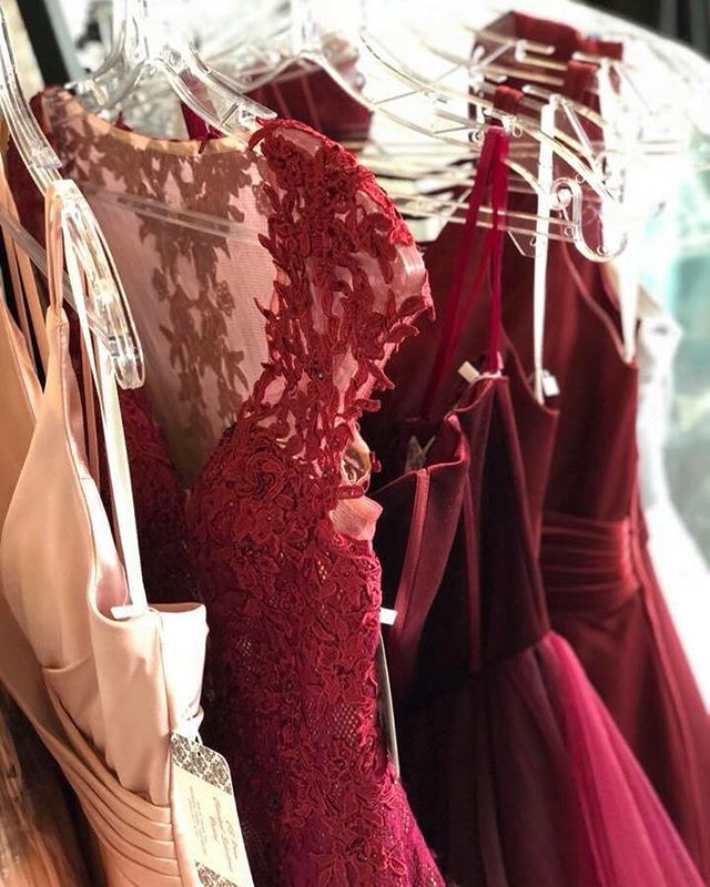 Your Christmas dress doesn't have to be boring, glam it up with some lace detail!  # everyshadeofred #holidayparty #christmasdress #dresinspo