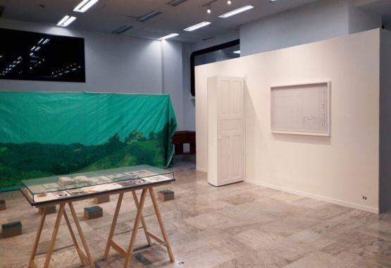Foto: Úrsula Ochoa • Vista de la exposición. En la imagen obras de Alejandro García, Claudia Velásquez, Ana Isabel Diez, y John Mario Ortiz.