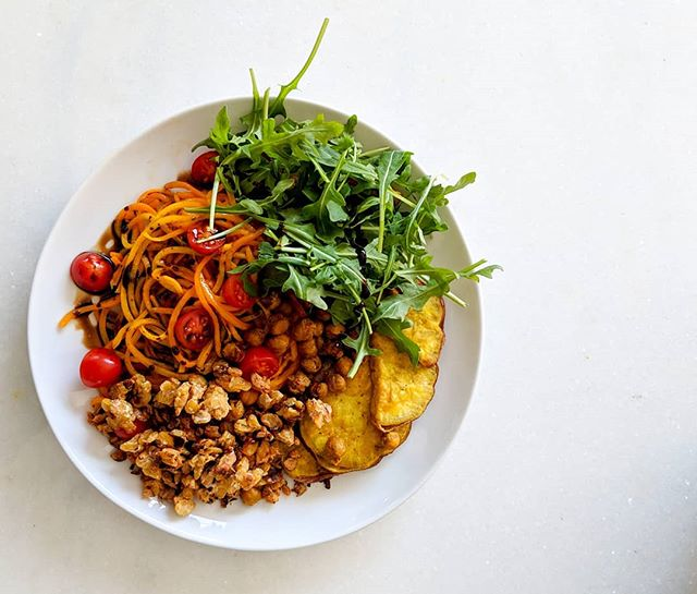 Trying a little something different today... Would you eat this dish? Here we've got roasted butternut squash noodles, roasted chickpeas and sweet potatoes, tempeh, tomatoes, arugula, balsamic vinegar (and obvs I added tahini afterwards, a staple in my diet). 🌱🥕 I lovveeed this. Completely plant based, high in protein, fiber, healthy fats, vitamins, and minerals (everything you need for a healthy meal)!