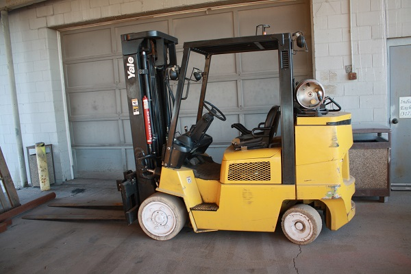 "Yale Forklift  | 8000 lb | LP Powereed | Sidesift | 6' Forks | Automatic Transmission | Mast 93"" x 200"" 