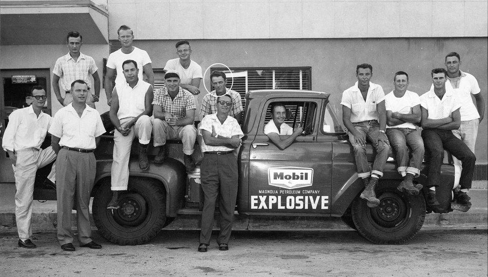 Mobil Seismic Crew