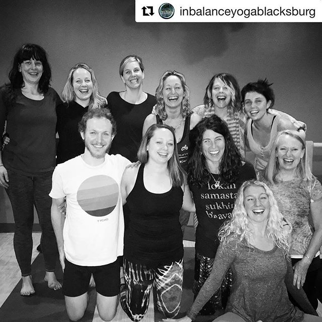 32 hours with this crew over a long weekend full of simple, wild, and effective movements in our #5Elementsflow Training💞 🌎 💦 🔥 🌬 🌫 Thanks @inbalanceyogablacksburg, the #kungayogaschool, & our fearless leaders @nfboyle & @narayanishakti for your love and wisdom. & Love to this crew for your support, warmth, and openness! 💜 #Danda!