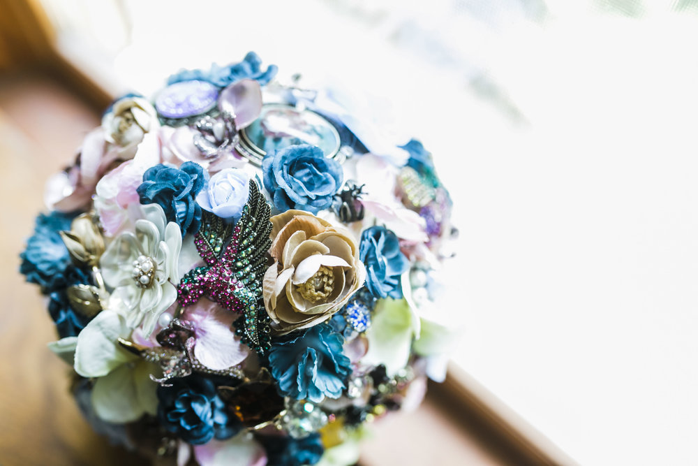 knoxville diy wedding broach bouquet