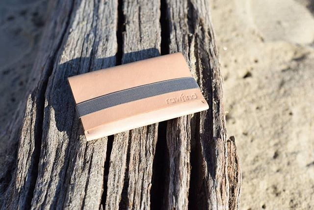Take it easy 🏖 . Our natural veg tanned leather Rupert Coin Case catching some rays 🕶