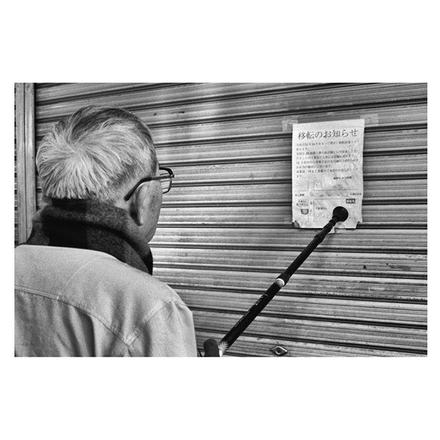 Tokyo. . . . . . #tokyospc#myspc#streetphotographerscommunity#life_is_street#life_is_street_community#eyeshotmag#lensculturestreets#SPiCollective#friendsinperson #fromstreetswithlove #voidtokyo #frametokyocollective #filmisnotdead #japan #blackandwhite#nightandday #tokyo#filmphotography #streetphotography #urbanstreetphotogallery #nikonf4 #kodaktx400 #analogphotography