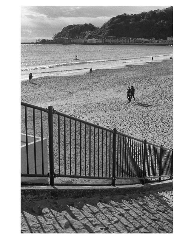 Lines on the beach. . . . . . #tokyospc#myspc#streetphotographerscommunity#life_is_street#life_is_street_community#eyeshotmag#lensculturestreets#SPiCollective#friendsinperson #fromstreetswithlove #voidtokyo #frametokyocollective #filmisnotdead #japan #blackandwhite#nightandday #tokyo#filmphotography #streetphotography #urbanstreetphotogallery #kamakura #kodaktx400 #analogphotography #nikonf4